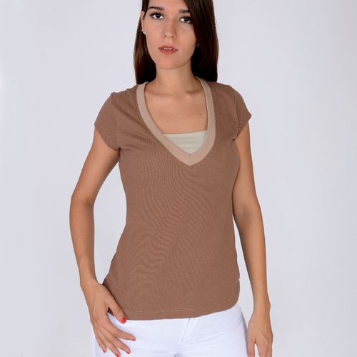 T-SHIRT-CUELLO-V-CASUAL